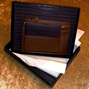 💯 Authentic PRADA Saffiano Leather 💳 wallet 🤎